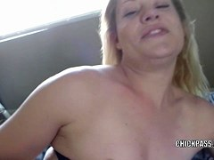 Sexual mother I'd like to fuck Lisa bonks her moist wet crack with a sex-toy